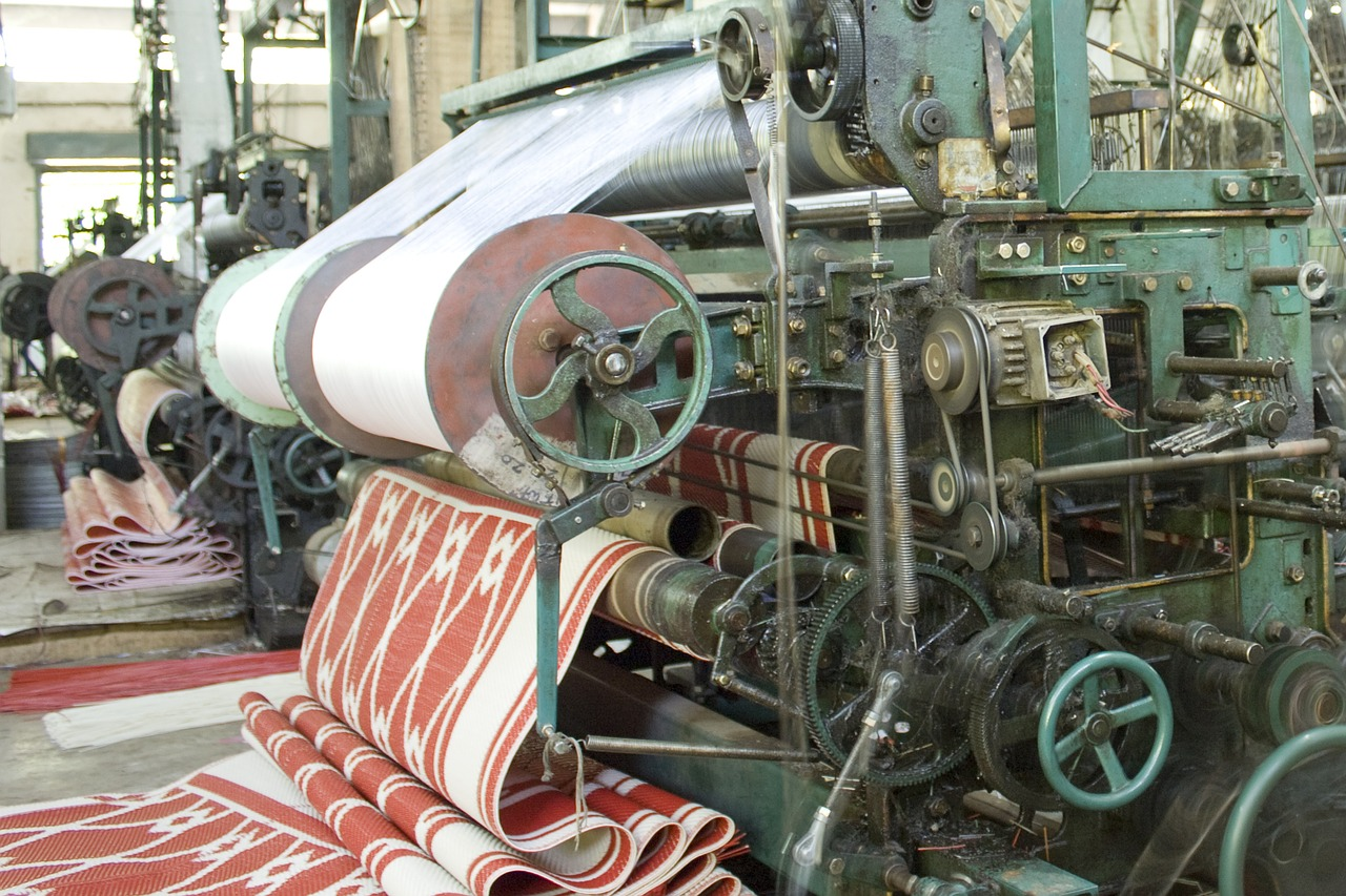 Types of Fabric Weaving Looms - Textile School